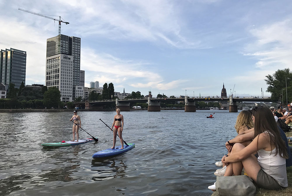 Photo by Craig Outhier; Paddleboarders on the Main in Frankfurt