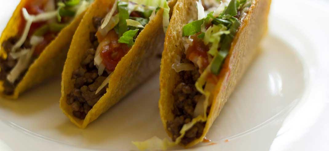 https://www.phoenixmag.com/wp-content/uploads/2018/10/Mexican_tacos_9055162205.jpg