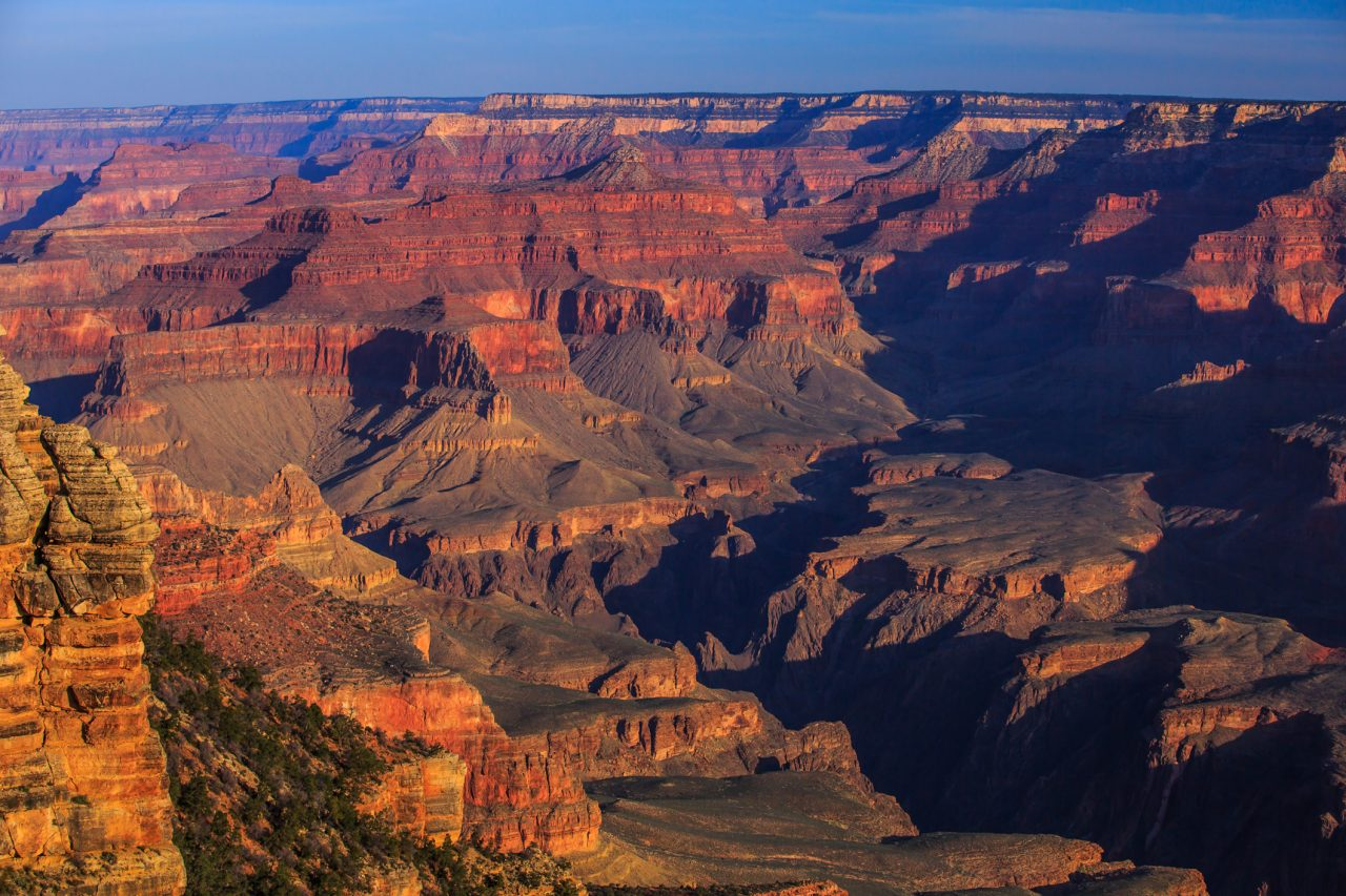 https://www.phoenixmag.com/wp-content/uploads/2019/04/Dawn_on_the_S_rim_of_the_Grand_Canyon_8645178272-1280x853.jpg