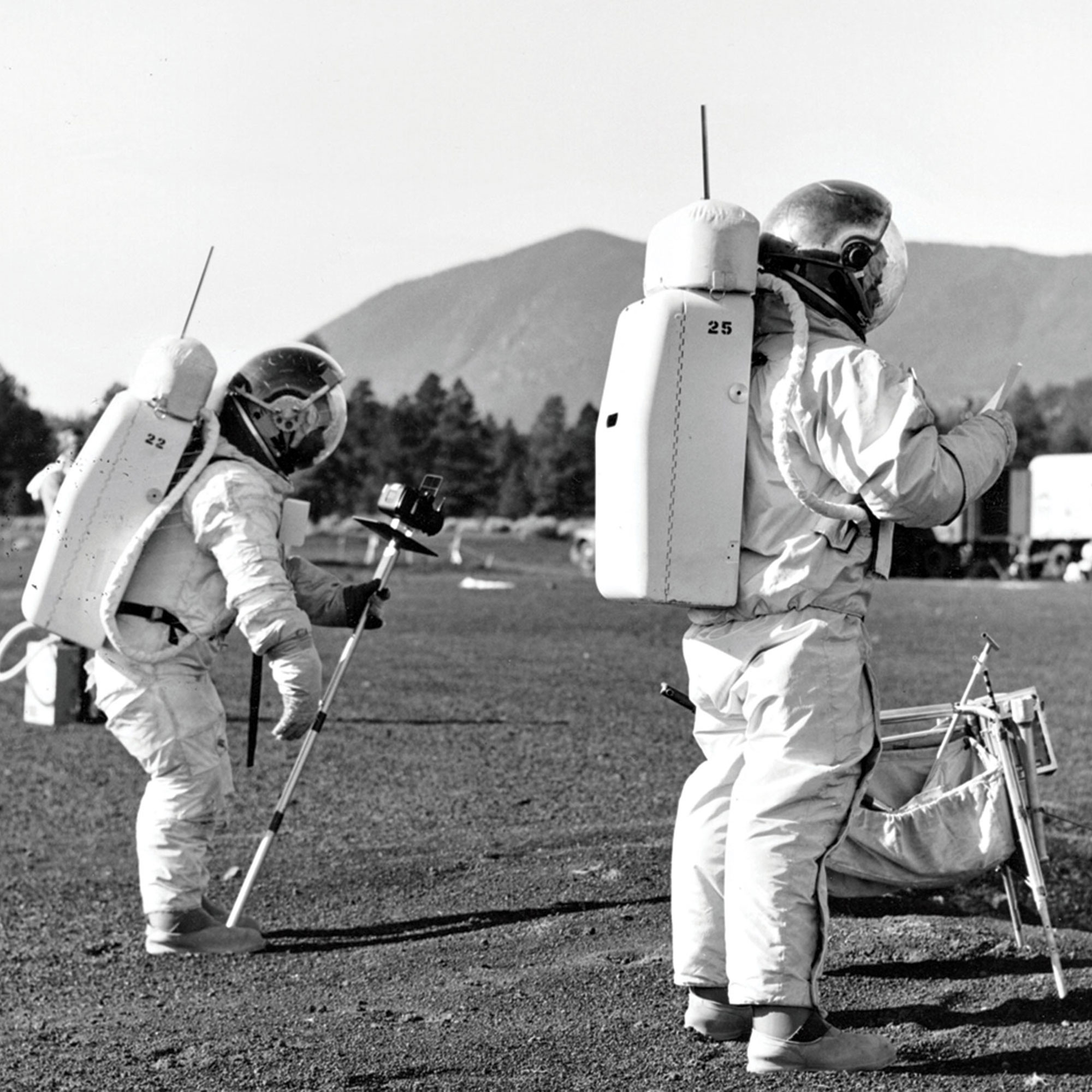 USGS geologists simulate a lunar surface mission at Cinder Lake