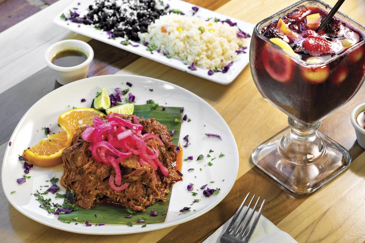 Cochinita pibil and jamaica con frutas