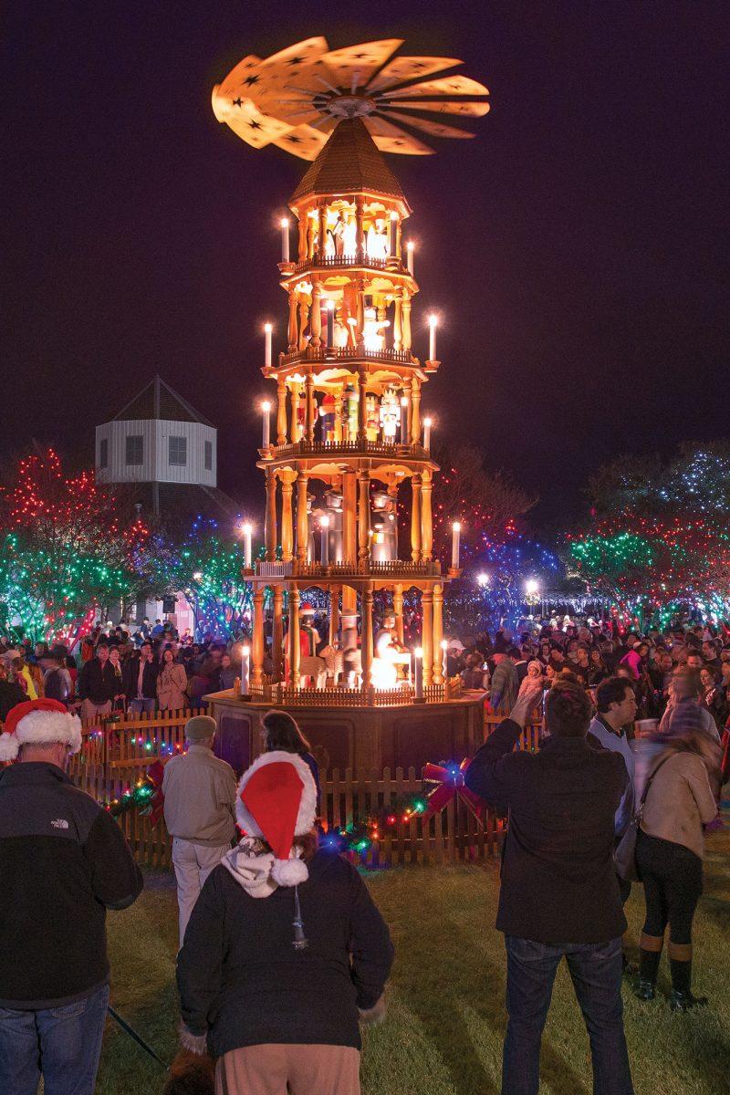 Feliz Navidad, Fredericksburg