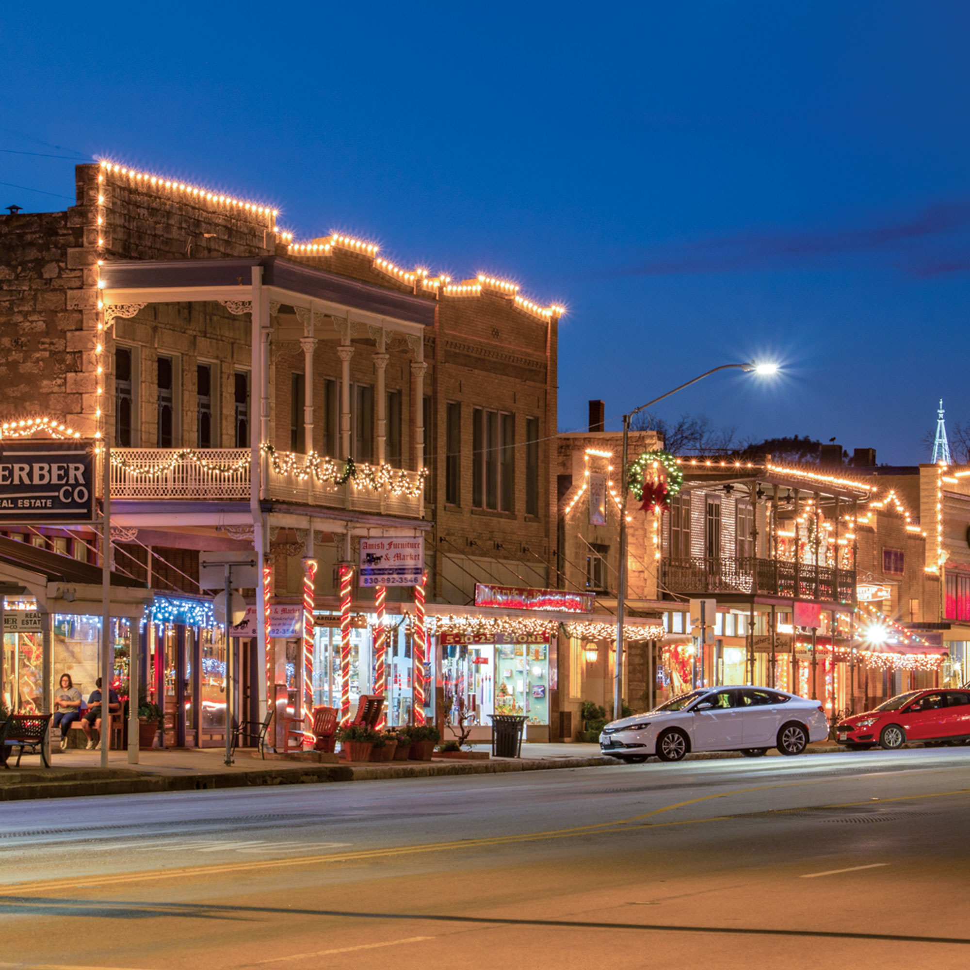 Main Street lights; Photo by Trish McCabe-Rawls