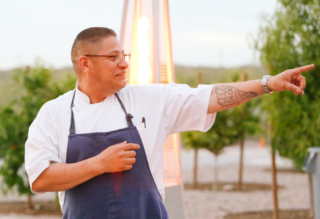 https://www.phoenixmag.com/wp-content/uploads/2020/01/Chef_Vincent_2-1-1052x720.png