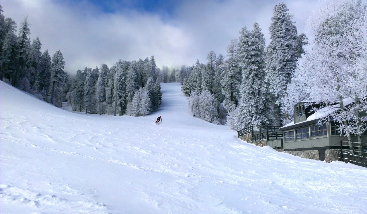 https://www.phoenixmag.com/wp-content/uploads/2020/01/Mt.-Lemmon-Ski-Valley-2-1280x747.jpg