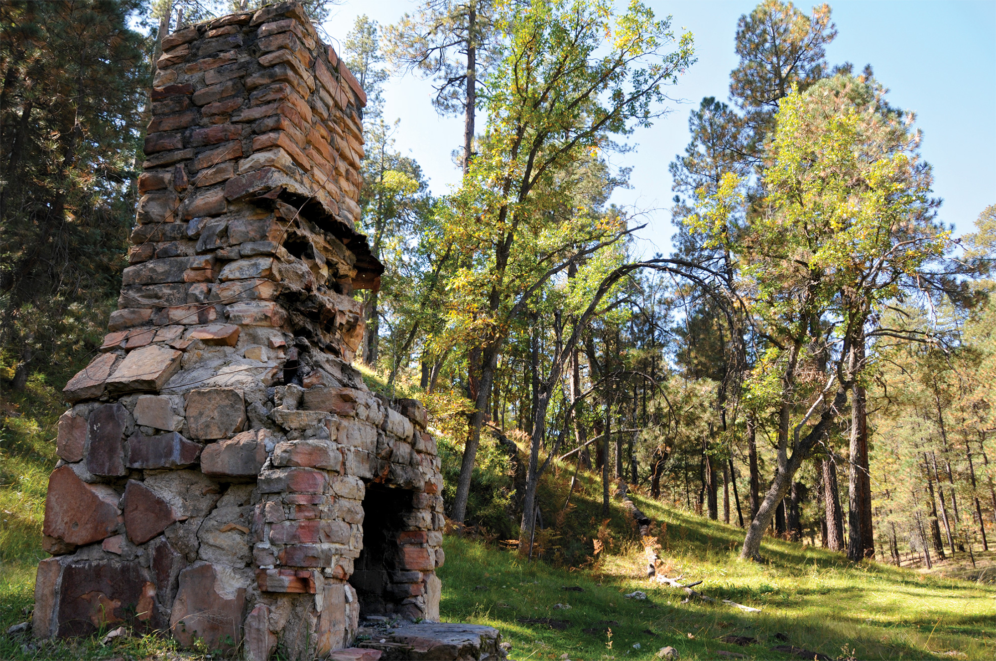 ruins on Canyon Loop Trail; Photo by Mare Czinar