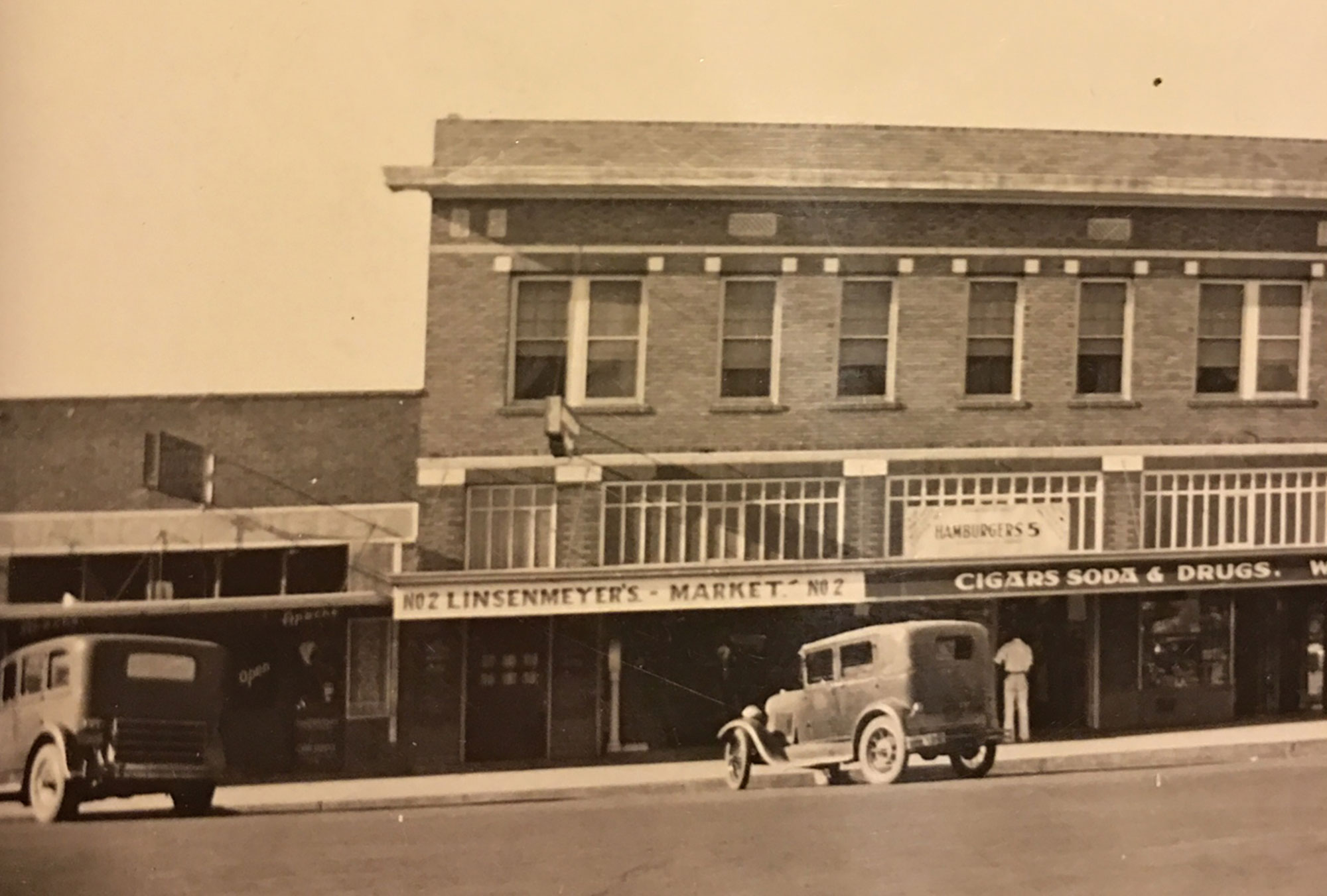 Linsenmeyer Market No. 2 at 27 S. Second St in Phoenix, 1930s; Photo courtesy William Linsenmeyer