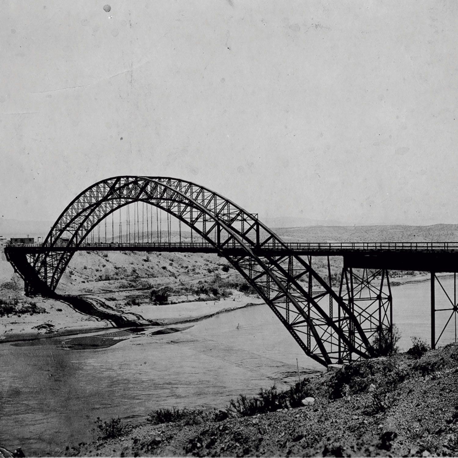 Old Trails Arch Bridge circa1920s; Photo courtesy WIkimedia.commons.org