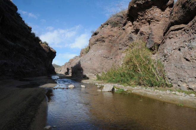 Hiking Box Canyon of the Hassayampa River in Wickenburg