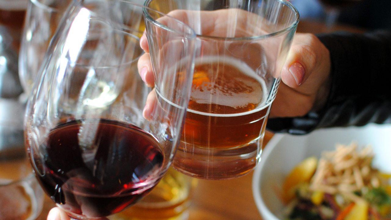 https://www.phoenixmag.com/wp-content/uploads/2021/08/Hotel-Valley-Ho-Beer-vs.-Wine-2-1280x720.jpg