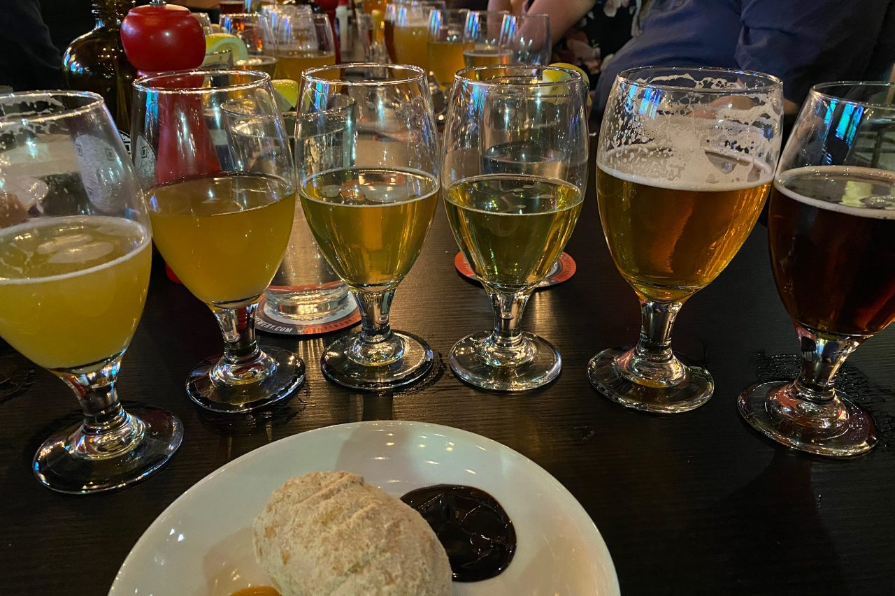 https://www.phoenixmag.com/wp-content/uploads/2021/08/lineup-of-beers-at-taphouse-kitchen-1280x853.jpg
