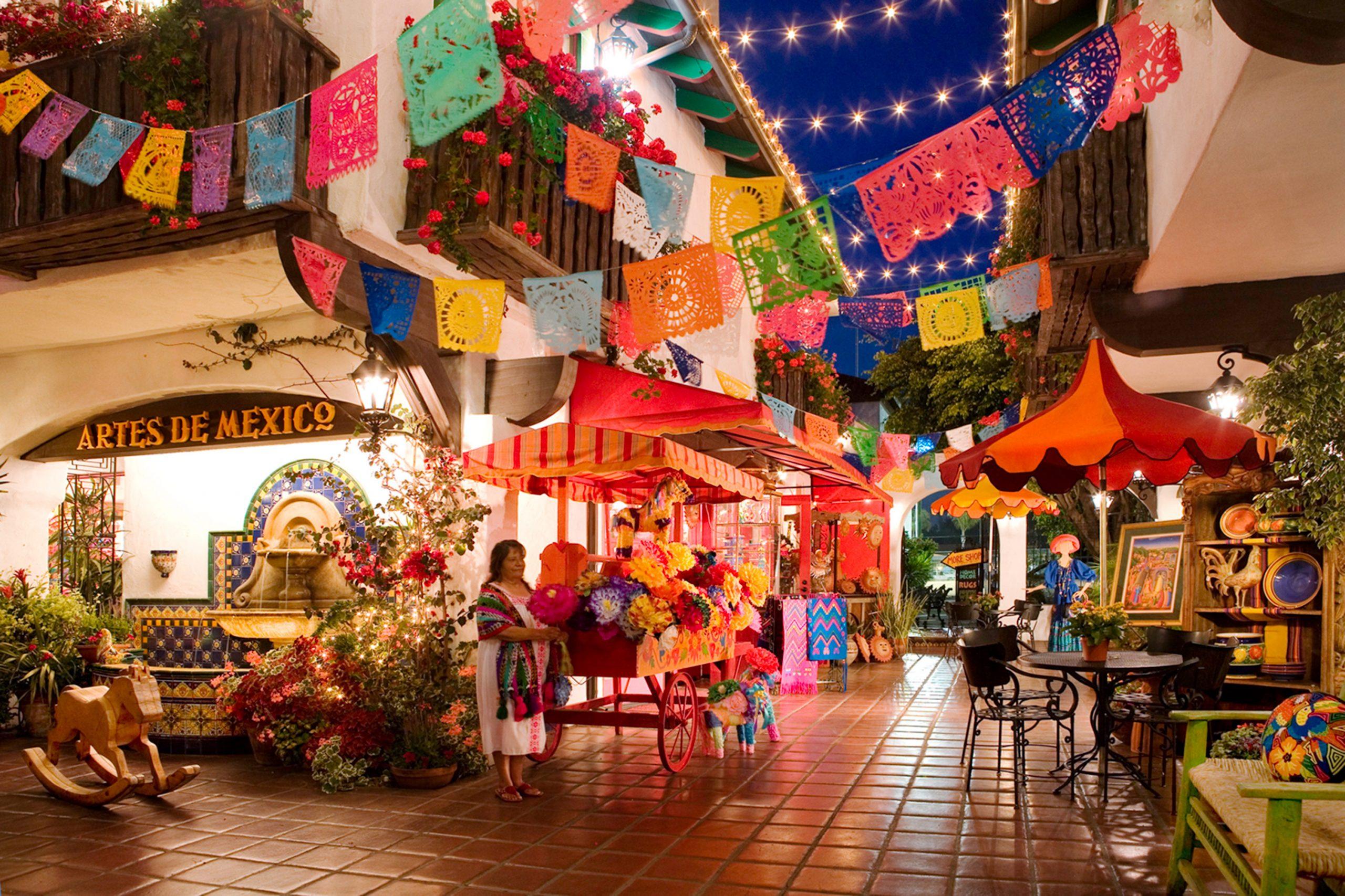 Courtyard at Bazaar del Mundo