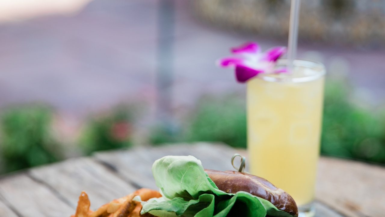 https://www.phoenixmag.com/wp-content/uploads/2021/09/Royal-Palms_Mix-Up-Bar_T.-Cooks-Burger-with-Cocktail-1280x720.jpg